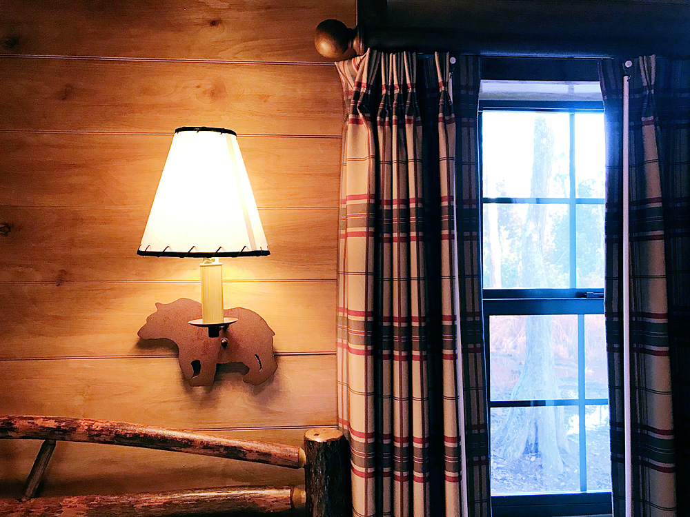 Fort Wilderness cabin bedroom